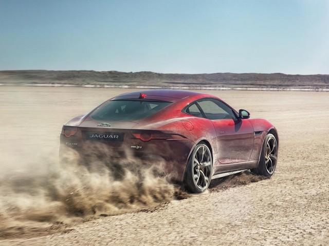 Jaguar F-TYPE R AWD přijede do LA